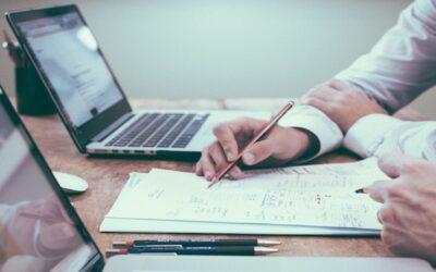 Belastungen am Arbeitsplatz – diese Faktoren können auf die Psyche schlagen